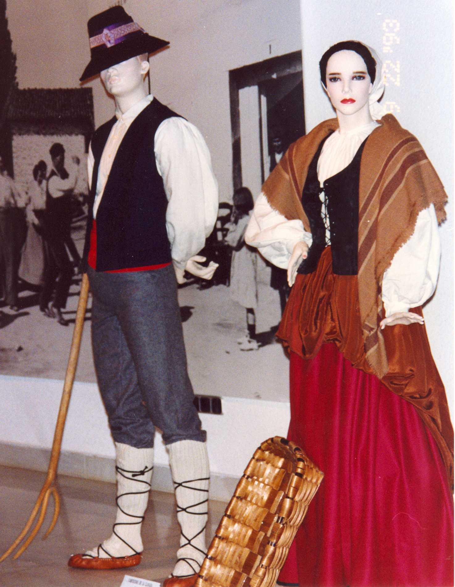 Bordados de artesania maribel trajes regionales for Tipico de francia